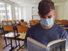 """Ce cred medicii romani din Suedia, Italia si Franta despre redeschiderea scolilor: """"E un risc pe care trebuie sa ni-l asumam toti"""""""
