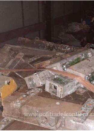 Ce gunoaie mai incearca strainii sa arunce in Romania. Transport cu peste 17 tone confiscat la Vama Nadlac