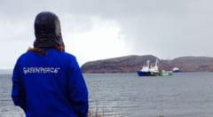 http://tb.ziareromania.ro/Ce-pedepse-au-primit-o-parte-dintre-activistii-Greenpeace-acuzati-de-piraterie/9c4ec16dbdcb8bc1f4/240/0/1/70/Ce-pedepse-au-primit-o-parte-dintre-activistii-Greenpeace-acuzati-de-piraterie.jpg