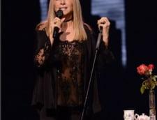 Ce poti face cand esti Barbra Streisand: Il suni pe Tim Cook si-l certi din cauza lui Siri