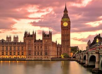 "Ce reguli trebuie sa respecte romanii care merg in Anglia din 17 mai. Marea Britanie introduce sistemul ""semafor"""