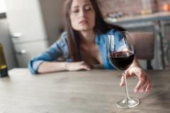 Ce reprezinta alcoolismul si cat este de periculos?