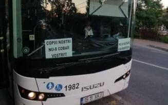 Ce s-a întâmplat cu un șofer de autobuz din Iași după ce a pus în parbriz un mesaj antivaccinare