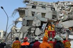 Ce s-a descoperit dupa un cutremur puternic: Peretii unui bloc turn erau umpluti cu bidoane de vopsea