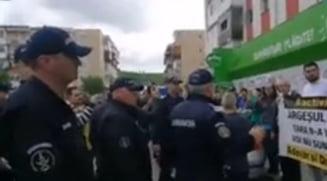Ce s-a intamplat la sectia de politie cu protestatarii din Topoloveni ridicati de jandarmi