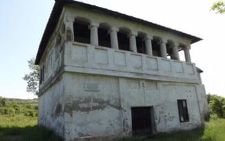 """Ce se intampla la cula lui Tudor Vladimirescu de la Cerneti. Celebrul monument istoric """"moare"""" incet din cauza unui proces de revendicare"""