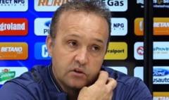 """Ce spune antrenorul Craiovei despre egalul cu Sepsi din Banie: """"A fost un hazard continuu"""". Starea terenurilor din Liga 1, ingrijoratoare"""