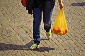 Cea mai dura lege impotriva pungilor de plastic: Amenda de 40.000 de dolari sau ani de inchisoare