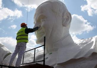 Cea mai mare statuie din lume a papei Ioan Paul al II-lea