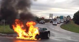 Cea mai sigura masina din SUA a luat foc pe sosea (Video)