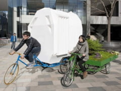 Cea mai usoara casa - o cari dupa tine, pe tricicleta (Galerie foto)
