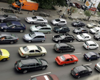 Cedeaza Guvernul la presiunea strazii? Taxa auto pentru masinile vechi - amanata pana in 2013