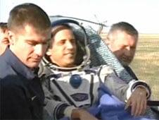 Cei trei astronauti de pe Soyuz au ajuns cu bine acasa