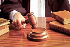 Cei trei fosti examinatori auto, condamnati la cate trei ani de inchisoare