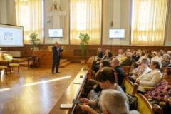 Cel mai batran student de la Universitatea Varstei a 3-a din Cluj are 93 de ani. Emil Boc a predat primul curs (Galerie foto)