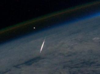 Cel mai ghinionist sofer: Masina i-a fost lovita de un meteorit pe strada