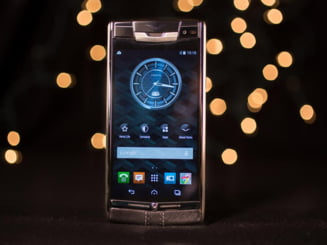 Cel mai luxos smartphone din lume: Vertu Signature Touch (Galerie foto)