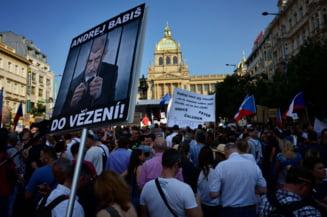 Cel mai mare protest in Cehia, dupa revolutia din '89: Oamenii cer demisia premierului acuzat de coruptie