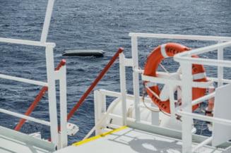 Cel putin 130 de migranti morti in urma unui naufragiu la Marea Mediterana. Trupurile au fost gasite in largul Libiei in apropierea unei ambarcatiuni pneumatice