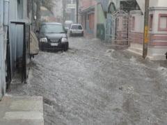 Cel putin sapte oameni au murit in urma inundatiilor provocate de ploile torentiale produse pe insula Evia, Grecia