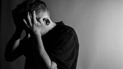 Cele 13 obiceiuri nesanatoase pentru creierul tau. Cat de mult rau poate sa faca izolarea sociala