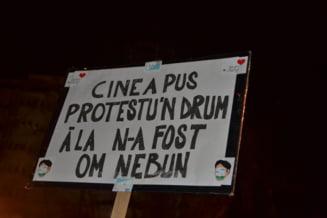 Cele mai amuzante si inedite revendicari de pe pancartele protestatarilor - Fotoreportaj Ziare.com