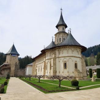 Cele mai frumoase manastiri din Romania pe care sa le vizitezi in mini-vacanta de Paste