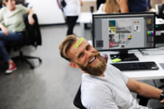 Cele mai utile cadouri pentru colegii de birou: 3 idei cu care nu poti sa dai gres