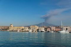 Celebrul vulcan Etna aluneca incet, dar sigur, in mare
