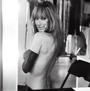 Celine Dion a renuntat la haine pentru un pictorial sexy (Video)