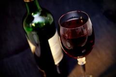 Cercetatorii au descoperit inca un beneficiu al consumului de vin rosu
