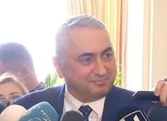 """Cercetatorii cer demisia ministrului """"pamblica"""" pentru """"incompetenta grosolana si apologia plagiatului"""""""