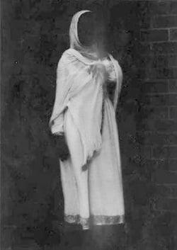 Cercetatorii in paranormal au filmat o fantoma (Video)