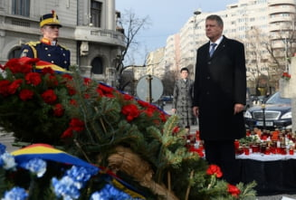 Ceremonie de doua minute: Iohannis, la monumentul eroilor Revolutiei de la Universitate
