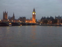 Cersetorii romani si-au instalat tabara in buricul Londrei, chiar langa sediul Scotland Yard