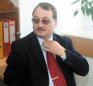 Certat de presedinte, Mircea Basescu s-a retras din firma de armament