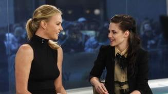 Charlize Theron, fermecata de Kristen Stewart