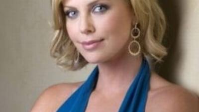 "Charlize Theron, impresionata de ""barbatia"" lui Michael Fassbender"