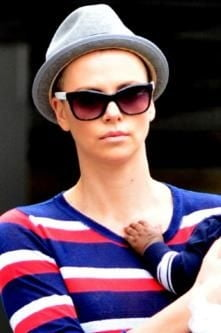 Charlize Theron s-a ras in cap