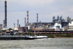 China construieste mega-rafinarii desi cererea de combustibili scade