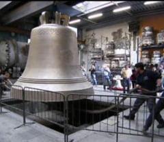 """Chipul patriarhului Daniel, pe clopotul Catedralei Neamului. BOR spune ca nu e """"gest de mandrie"""", ci traditie"""