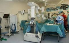 Chirurgie SF la Timisoara, cu robotul Leo. Pacientul scapa de taietura cu bisturiul si poate umbla a doua zi dupa operatie FOTO