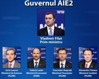 Chisinau: Vlad Filat isi prezinta Guvernul in Parlament