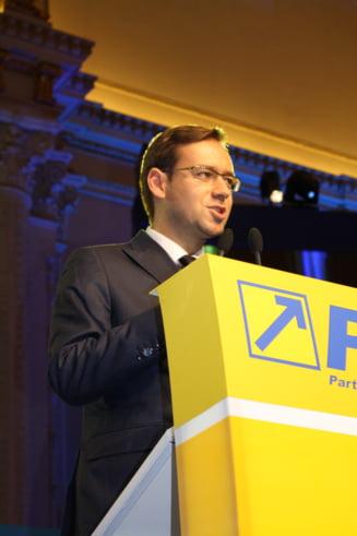 Chiuariu vrea mutarea sediului CCR pentru a fi evitate presiunile politice. Ponta: Nu am atata fantezie