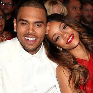 Chris Brown confirma despartirea de Rihanna
