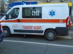 Cinci copii care se aflau intr-o statie de autobuz din Suceava, loviti de o masina