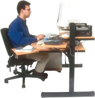 Cinci exercitii fizice pe care le poti face si la birou (Galerie foto)