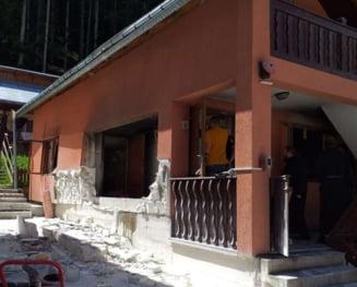 Cinci raniti in urma unei explozii, la Manastirea Sihastria Raraului din Suceava. O singura persoana, cu o taietura adanca la picior, este transportata la spital