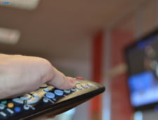 Cinci televiziuni, atentionate de CNA: Sa difuzeze stiri pentru cei cu deficiente de auz