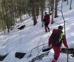 Cinci turisti blocati pe doua vai din Bucegi, cu risc de producere a unor avalanse. Salvamontistii au plecat in cautarea acestora